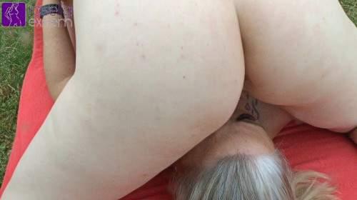 Teeny-Girl spritzte mir, aus ihren Milch-Titten, Muttermilch in meinen Mund und auf den Körper! Teil 2