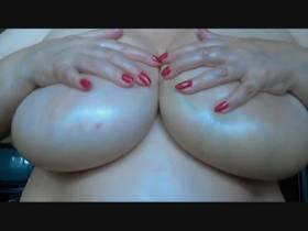 """Vorschaubild vom Privatporno mit dem Titel """"Titten in Öl"""" von LadyLuana"""