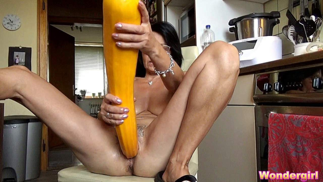 Pussy vegetables in Vegetable Pussy