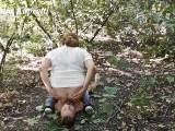 Scheiße in Mund Sklavin im Wald
