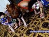 Drei Mädchen und drei Gummischwänze