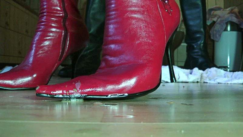 boots-with-piss-sexy-young-naked-nude-guy