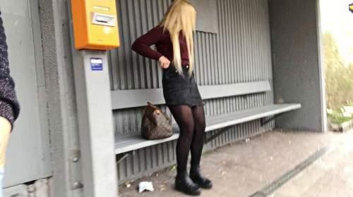 Bahn verpasst !! PUBLIC Quickie am Bahnsteig zum Zeitvertreib