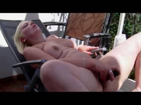 """Vorschaubild vom Privatporno mit dem Titel """"Mein Freund mit 25x5 und ich auf der Hotelterasse"""" von sexymaus5711"""