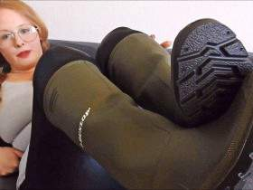 Anne in rubber boots