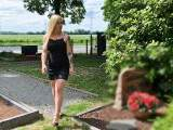 Bei der Hitze erstmal die geilen Blumen gießen :) - Friedhofspiss mit Sophie