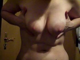 I let my tits baummeln