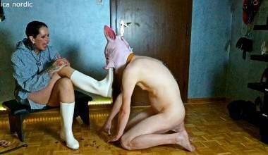 Pigplay domina The Hidden