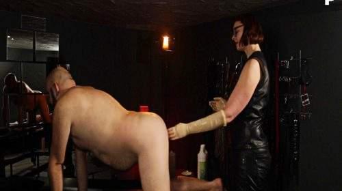 Herrin Lady Naina fistet einen Sklavenarsch